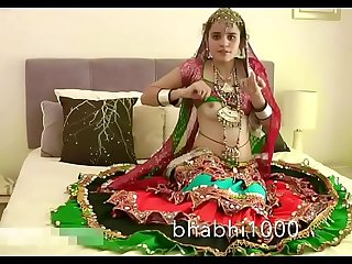 Gujarati Indian College Babe Jasmine Mathur Garba Dance and Showing Bobbs