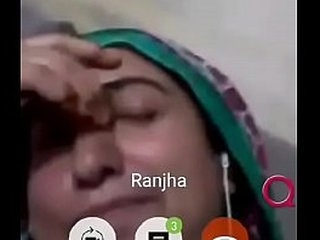 pakistani aunty showing her boobs to his friend on imo video call