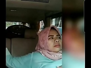 Muslim girl finger by his Hindu bf in car