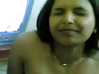 Horny Indian Housewife sapna show her Boobs to her Partner